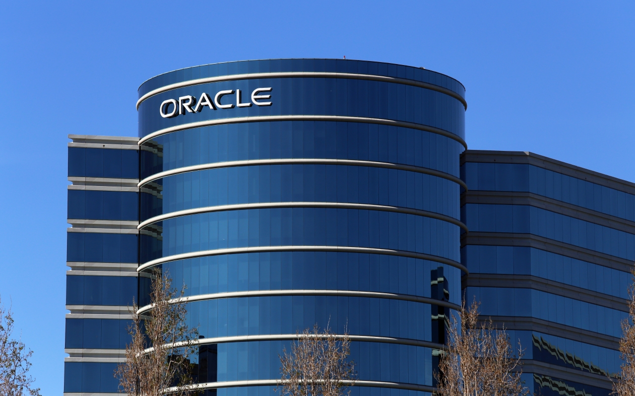 Oracle's Ellison calls out Amazon with next-gen cloud